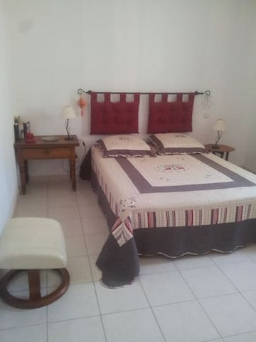 belle chambre double.  - Aspiran - Bed & Breakfast