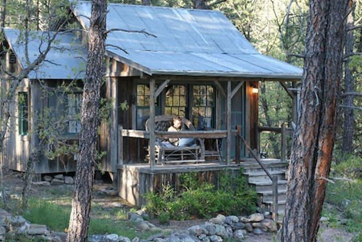 The Frontier Cabin, hot tub under the stars