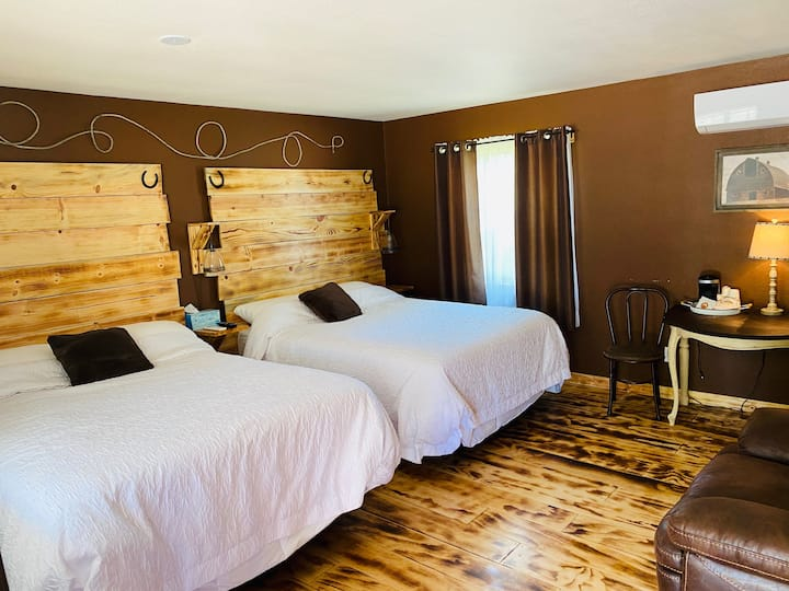 """Remodeled """"Western"""" Room in the Woods"""