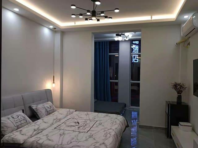 维多利大厦精装轻奢公寓,52平米位于锡林郭勒盟中心地带,全屋贝壳粉,欢迎光临