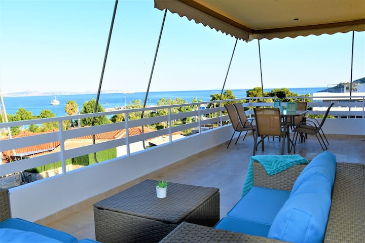 Turquoise Front Seaview Apartment.