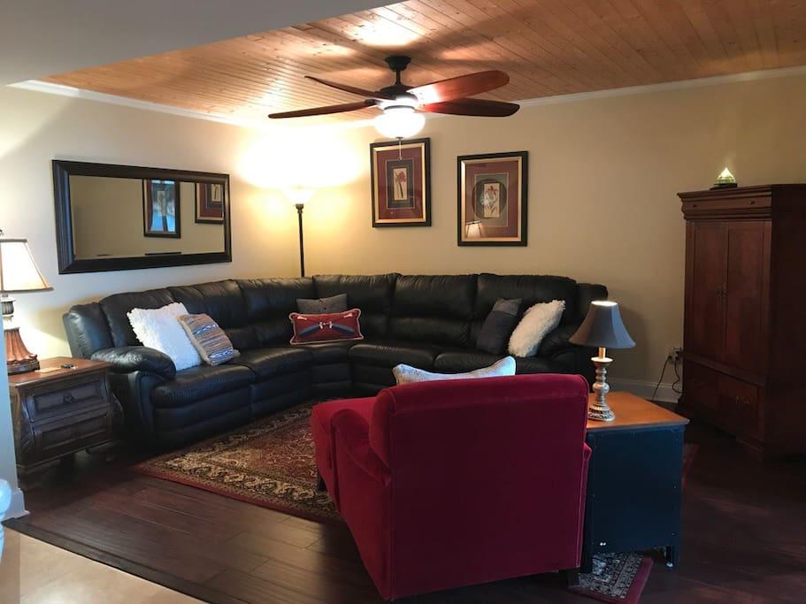 Living area (recliners and sleeper sofa)