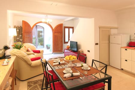 Townhouse in the heart of Alcudia - Alcúdia - Casa