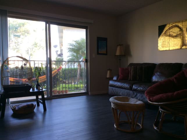 Private Room in Apartment w Community Pool & Gym - Oceanside - Byt