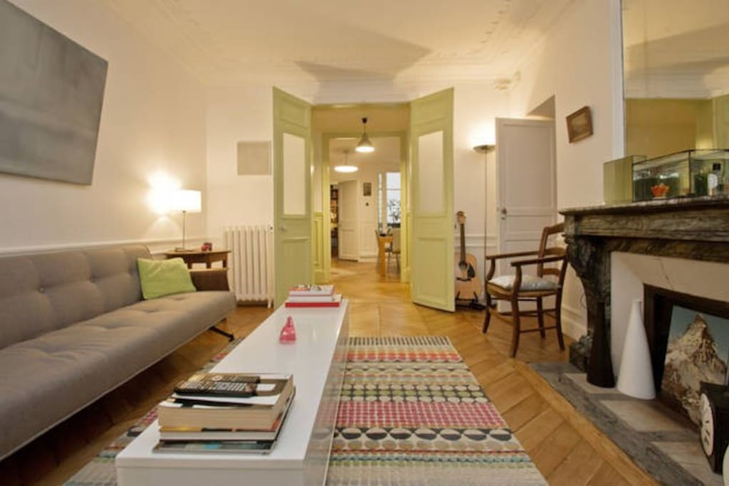 Living room with entrance to the guest rrom