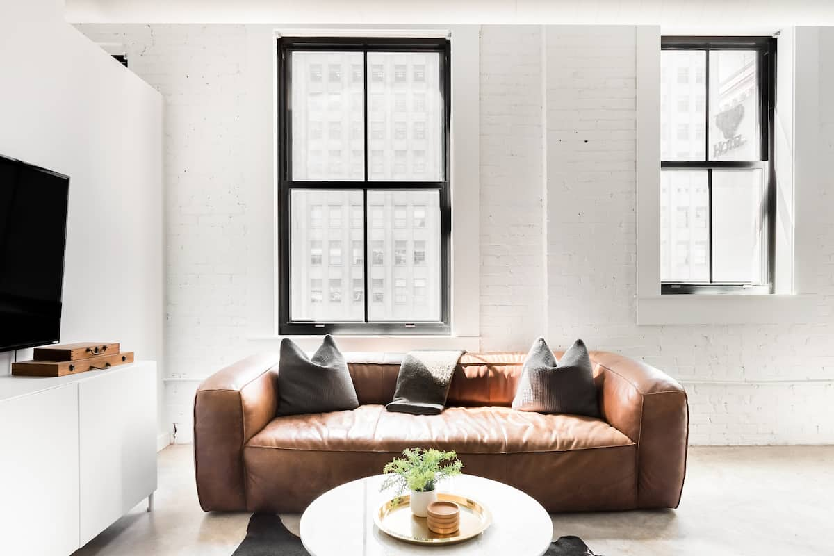 Luxury Minimalist Loft in Walk-Friendly Central Downtown