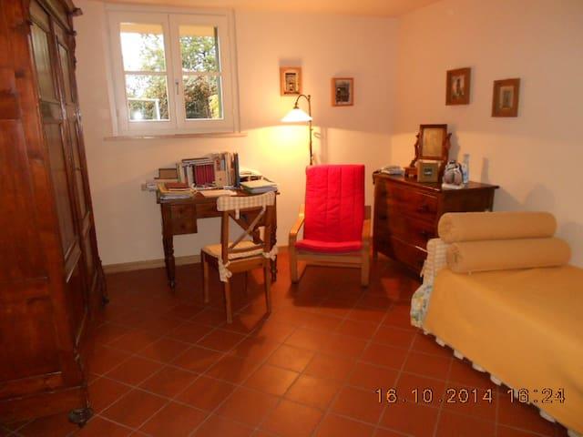 Camera singola vicino a Lucca con secondo letto