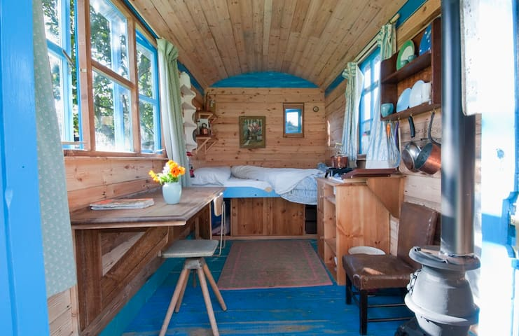 Snug and beautiful Shepherds hut - Lewes District - Хижина