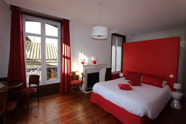 Maison d'hôtes La Maison d'Adélaïde - Saint-Flour - ที่พักพร้อมอาหารเช้า