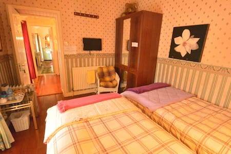 Mai Kelly B&B located wild atlantic - Ballyshannon - 家庭式旅館
