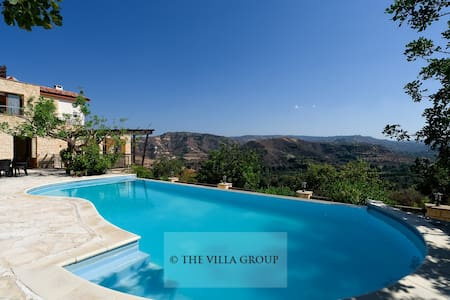 Private 6 bedroom villa located in Miliou - Paphos - Vila