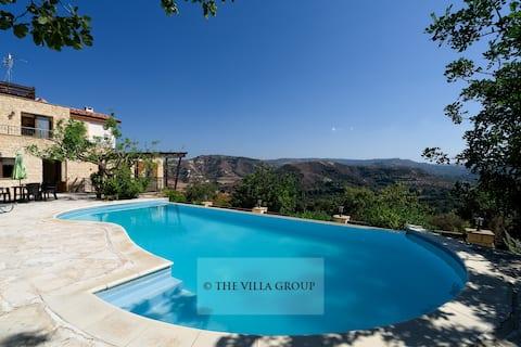 Vila privada de 6 quartos localizada em Miliou