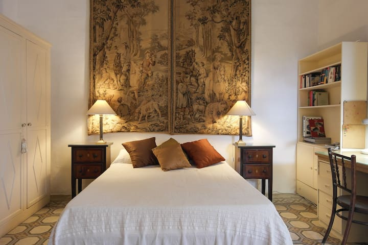 Heliopolis - Baroque Palazzo centre - Birkirkara - Bed & Breakfast