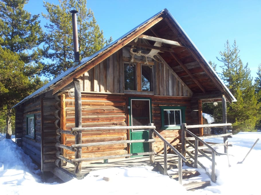 Rustic Log Cabin On Kvr Trail Cabins For Rent In Kelowna