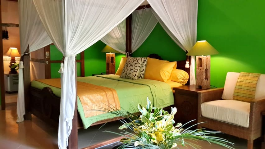 POOL FRONT  BEDROOM IN SEMINYAK - คูตา - ที่พักพร้อมอาหารเช้า