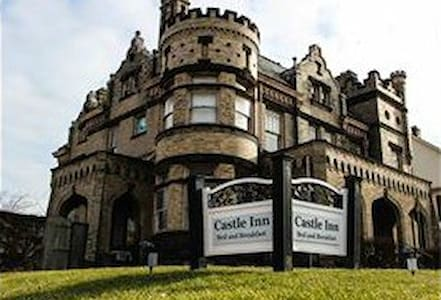 Authentic 100 Year Old Castle! - Bed & Breakfast