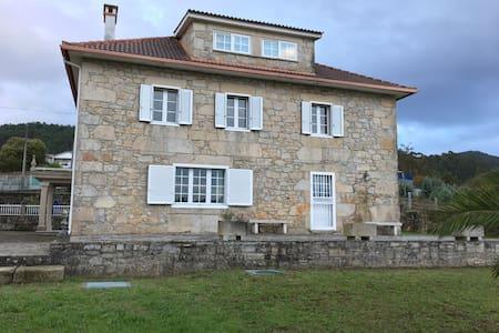 Grande casa de piedra entre mar y naturaleza - Pontevedra - Дом