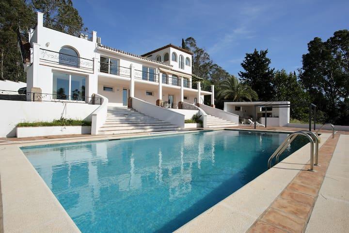 A BARGAIN luxury villa!! Estepona - Estepona - Villa