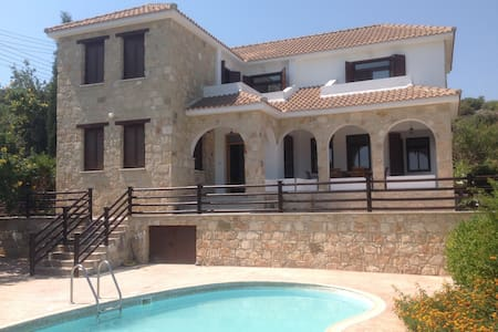 Villa Kitromilia - Peristerona - Rumah