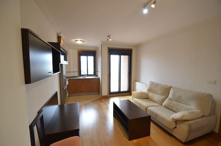 Apartamento nuevo , gran terraza al puerto y ría