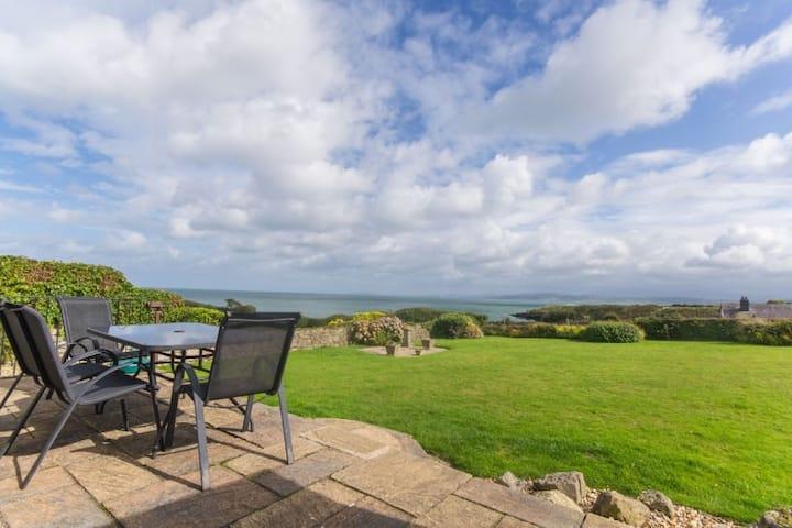 Hafod - Detached Coastal Property with Sea Views