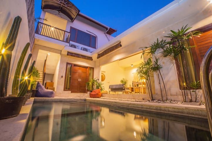 ✯3BR Private Pool Villa ❀ Great Location Seminyak❀