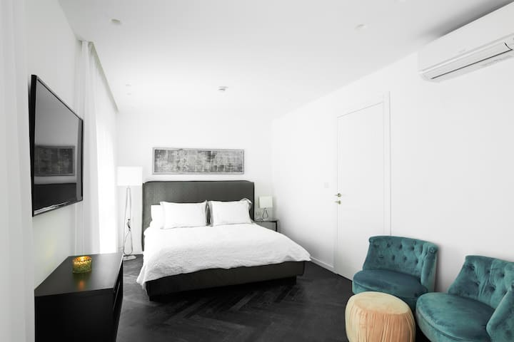 beautiful & renovated suite 5 min from the beach