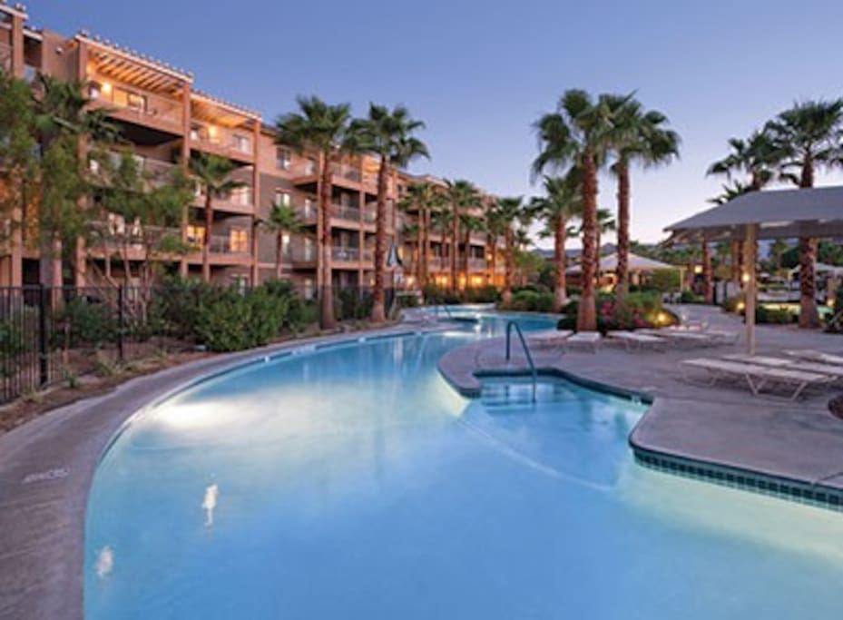 Coachella luxury resort for 6 resorts for rent in for Best hotels in united states