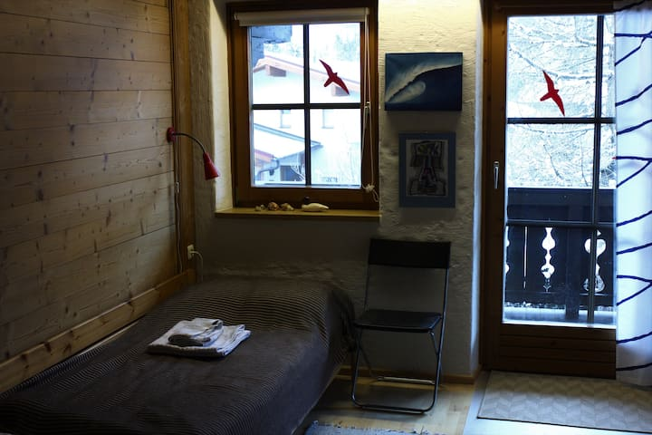 Twin room close to ski bus stop - Vorderkrimml - Huis