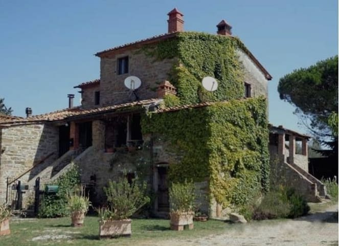 Stone farmhouse in Tuscany - Bucine