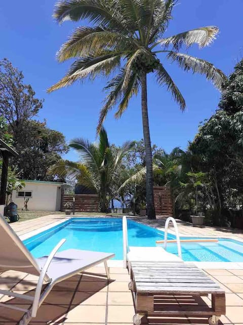 Studio 10 minutes from airport with swimming pool