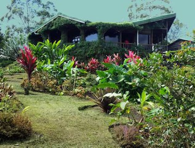 Mil Flores - privacy, vistas - Turrialba - Huis