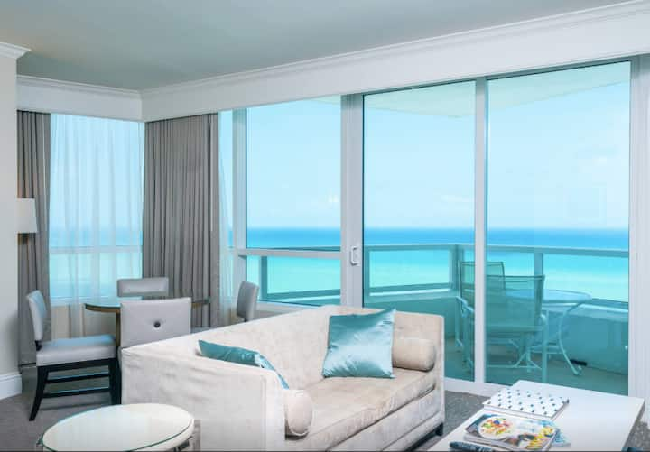 Ocean Front SPECTACULAR One-Bedroom Fontainebleau!