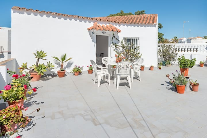 """Spacious Apartment """"Casa Los Naranjos en Vejer"""" with Wi-Fi; Parking Available on the Street"""