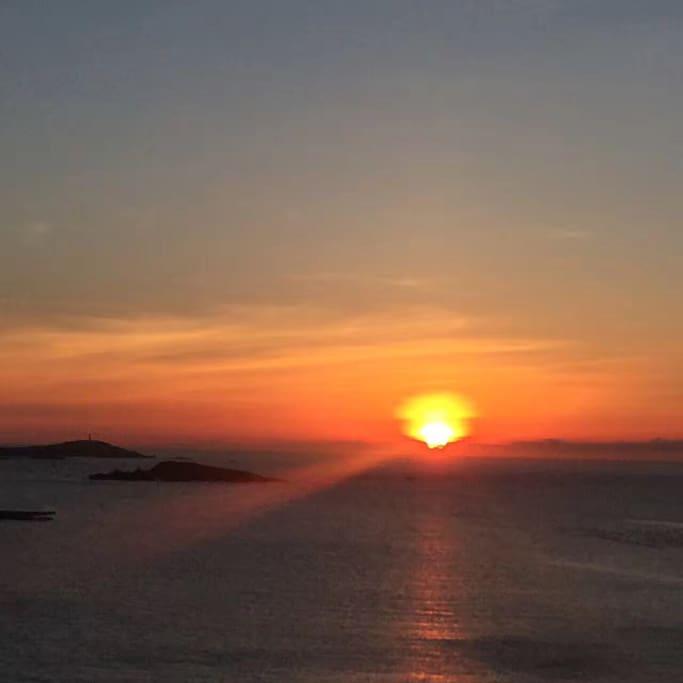 早晨五点的海上日出,离我们只有不行两分钟的路程!