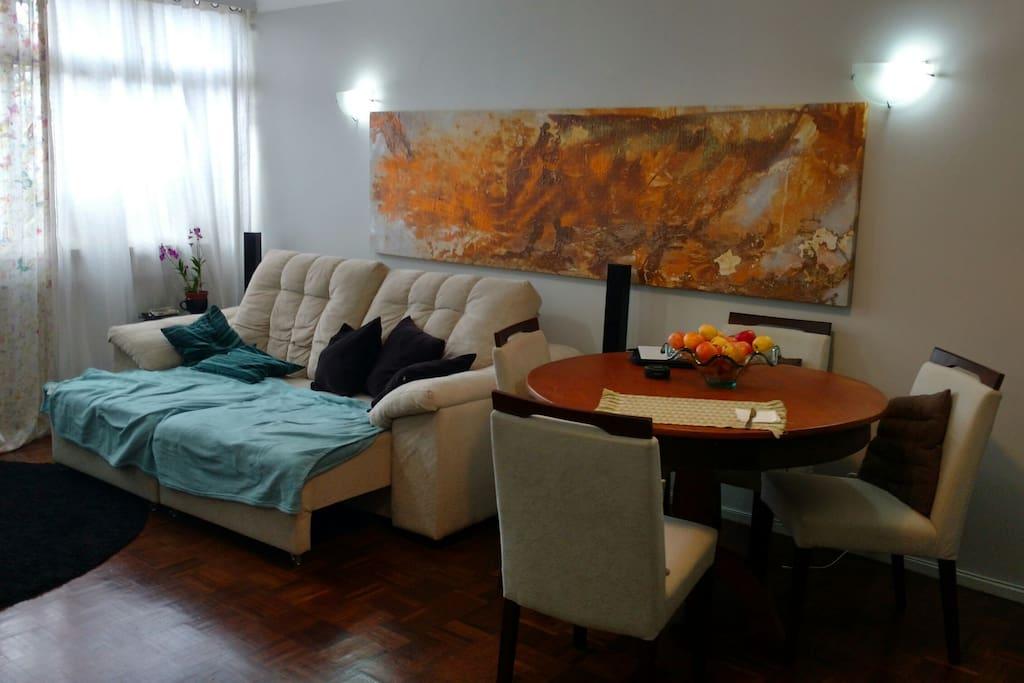 Sala de estar, jantar e TV