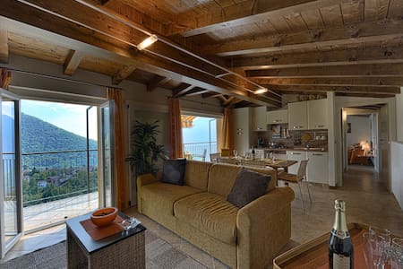 Gorgeous Panoramic Loft in authentic village Charm - Veleso - Loft