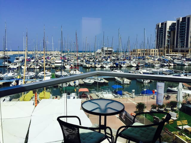 Rent me! I'm fabulous affordable & by the beach - Herzliya - Daire