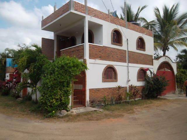 Fresco apartamento con bonita vista - higuera blanca - Lägenhet