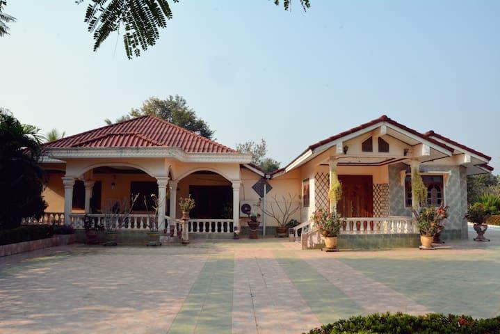 Wide & modern family house - เวียงจันทน์ - วิลล่า