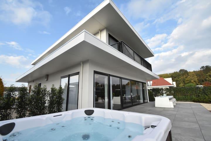 Splendid Villa in Zeewolde with Jacuzzi