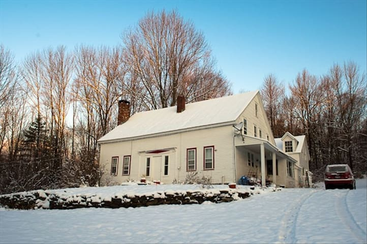 HISTORIC 4 BR Farm House