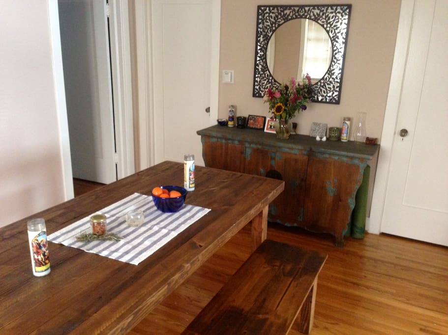 Welcoming and large farm table to enjoy meals