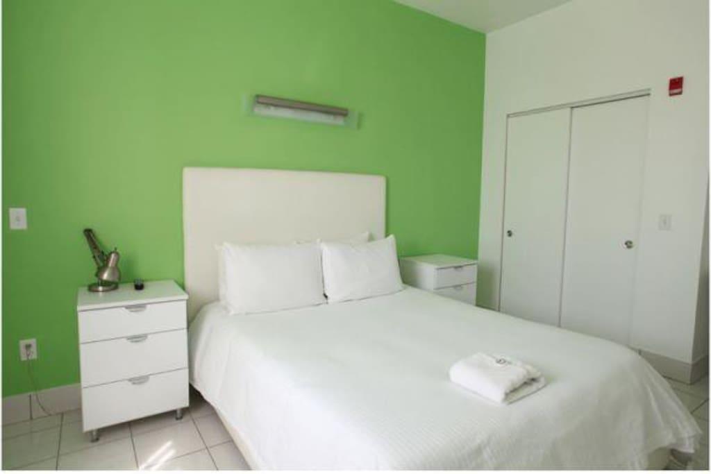 queen size hotel room. 1 BED ROOM STANDARD ROOM