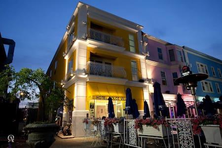 HOTEL DOLCE VILLA - Providence