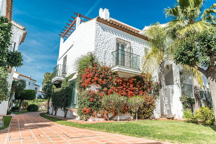 Wonderful 1BR Apt. in a serene residential area - Estepona - Byt