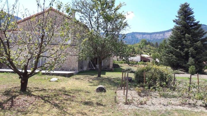 Maison de village avec jardin dans le Diois