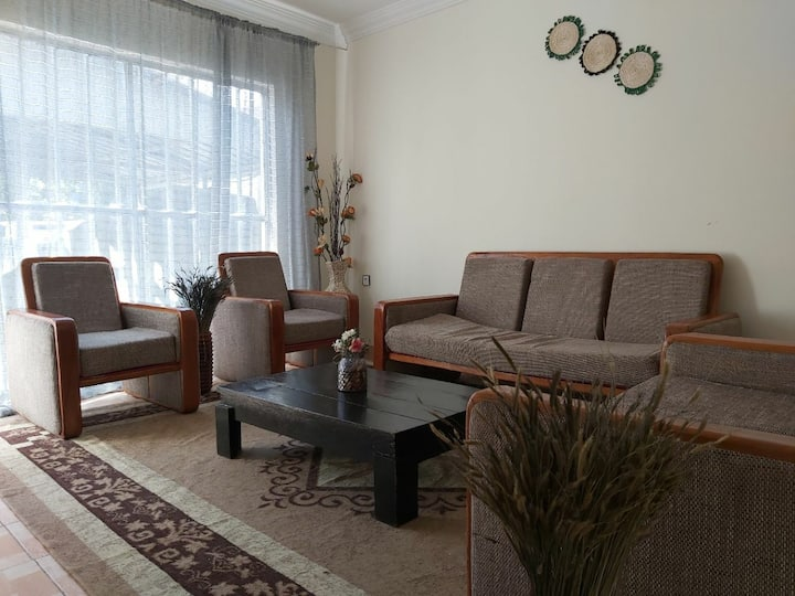 Private 2 bedroom house 5 min from airport