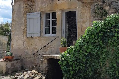 Lovely studio in a former wine-grower little house