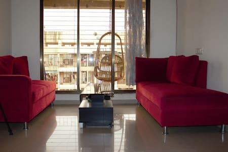 Intimate & A Creekside Apartment - 新孟买(Navi Mumbai) - 公寓